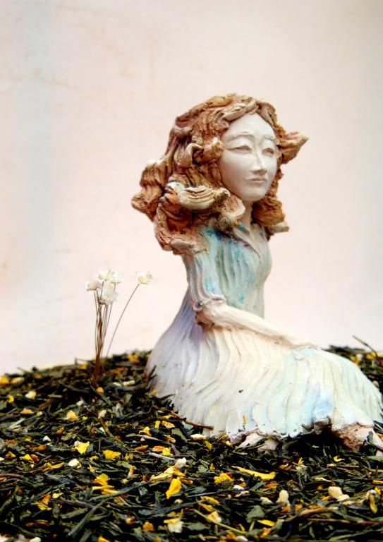 As time moves on. Sculpture and tea leaf